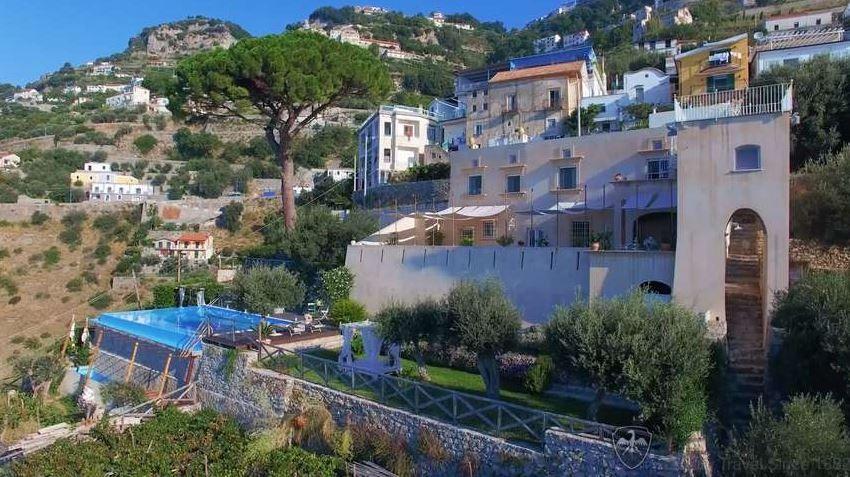 http://www.leotrippi.com/en/luxury-villas/italy/amalfi/amal3121.html  #seaside #Italy #villa