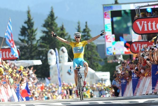 Solo Vincenzo Nibali al Tour de France. Terza impresa per il leader della Astana che domina tutti gli avversari nella salita verso Chamrousse confermandosi assolutamente il padrone della Grande Boucle  Ecco foto e video dei chilometri finali della 13° tappa  http://www.mondociclismo.com/tour-de-france-solo-nibali-foto-e-video-della-13-tappa-20140718.htm  #TDF #Tour #Nibali #ciclismo