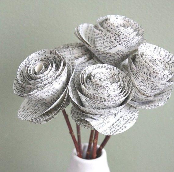 diese papier blumen rosen wurden aus einem recycelten alten w rterbuch handgefertigt sie k nnen. Black Bedroom Furniture Sets. Home Design Ideas