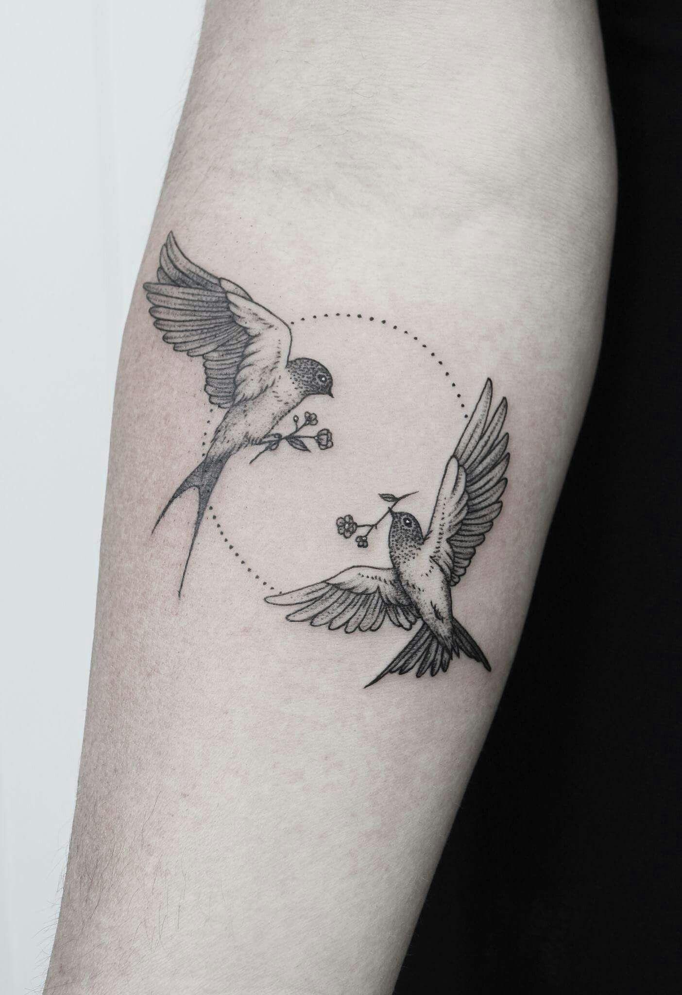 tatouage femme oiseau cheville
