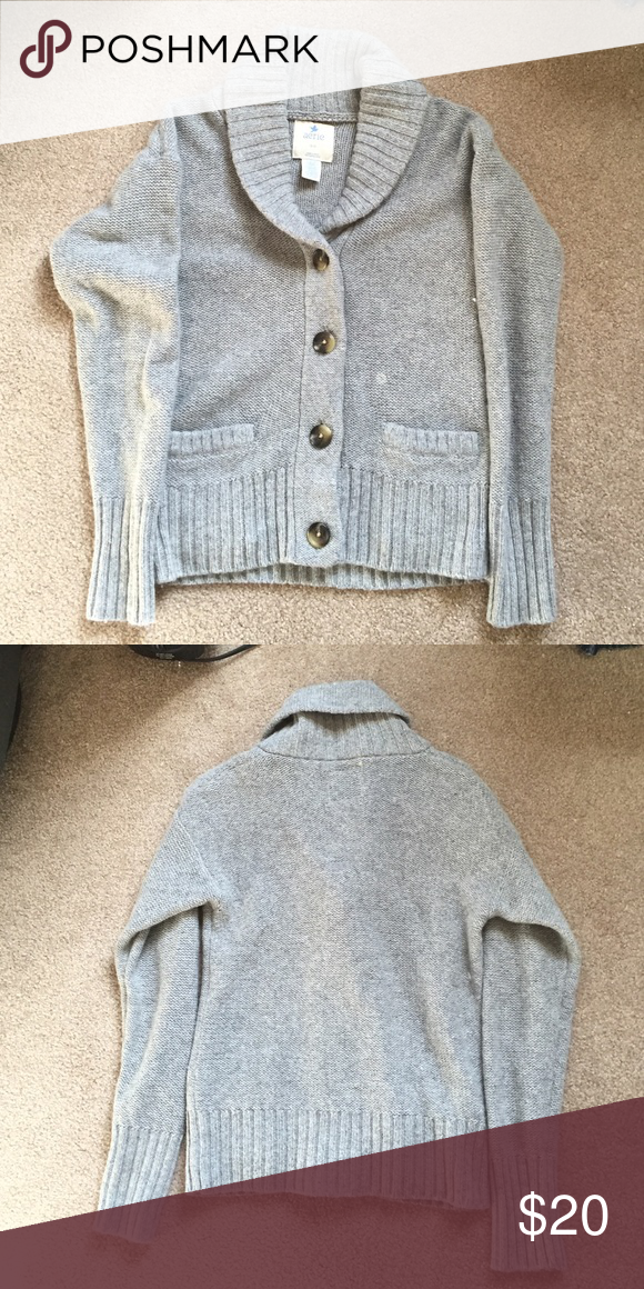 Aerie Grey Sweater Beautiful aerie sweater in grey, excellent condition, perfect for fall into winter! aerie Sweaters Cardigans