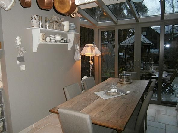 salle à manger grise aménagée dans une véranda | deco | pinterest ... - Decoration Salle A Manger Rustique