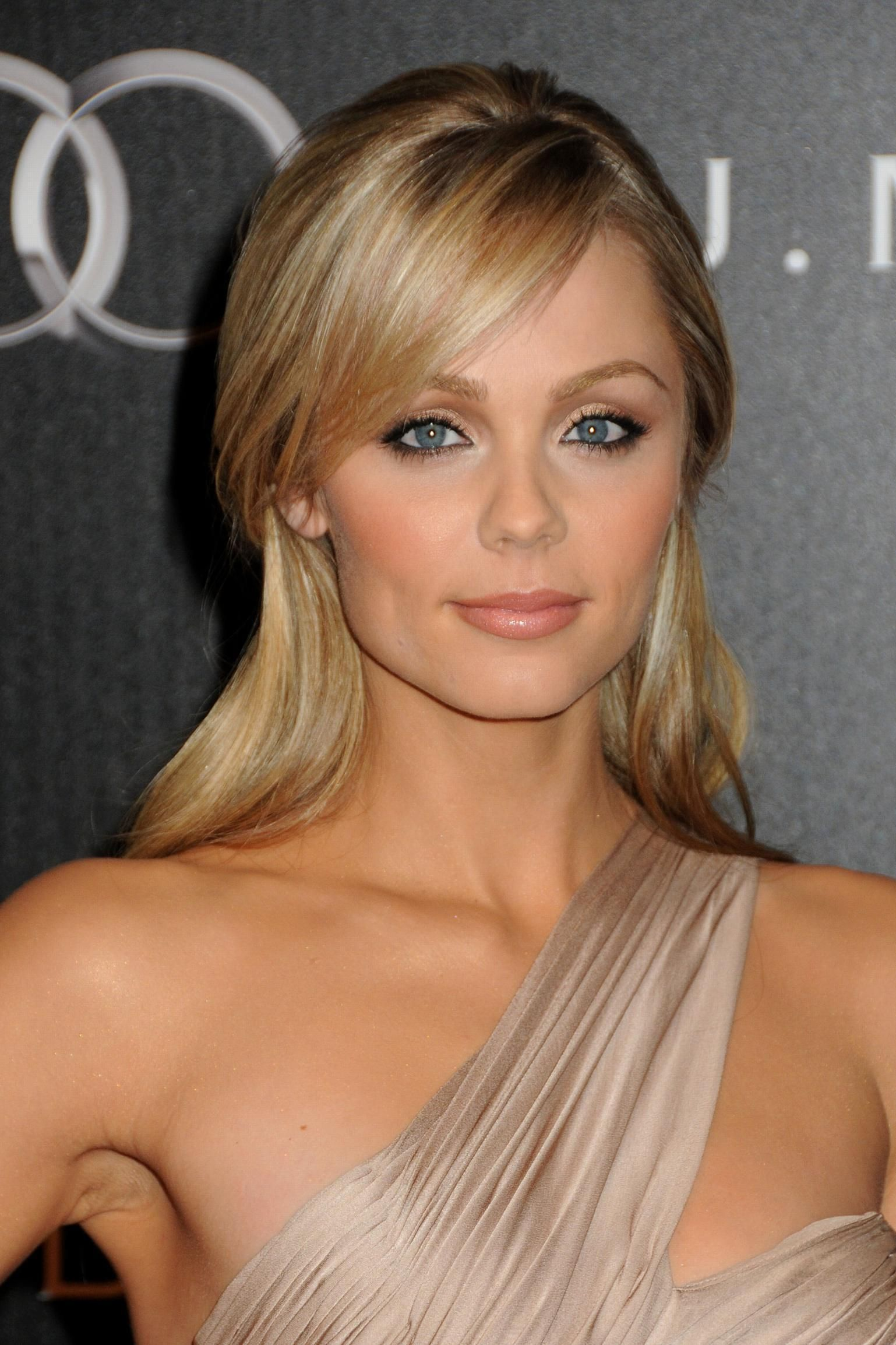 Laura vandervoort laura vandervoort celebrity and actresses