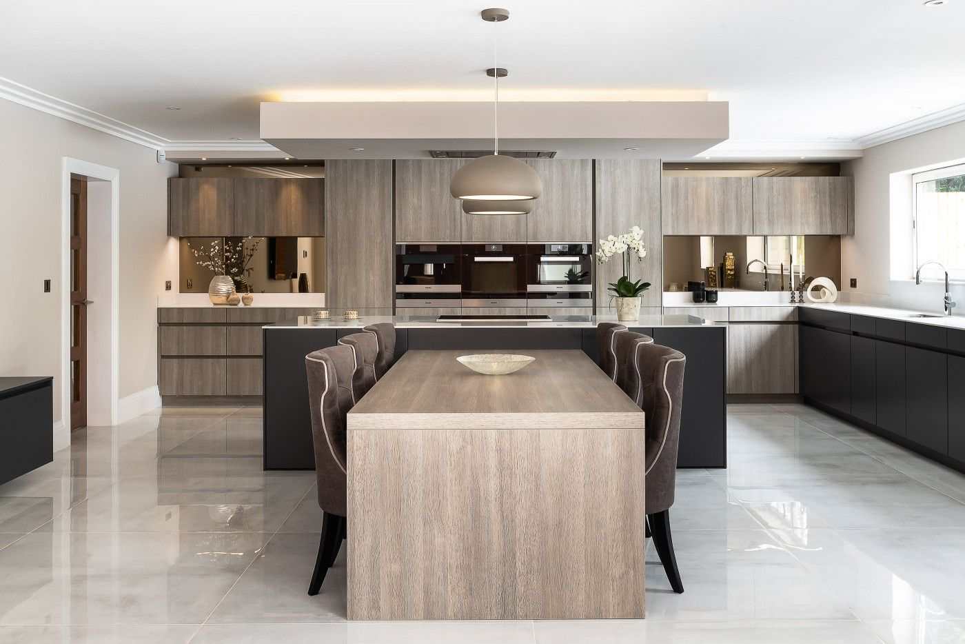 Large Family Kitchen Contemporary Kitchen Modern Kitchen With A T Shape Island And Modern Kitchen Island Design Modern Kitchen Contemporary Kitchen Layouts