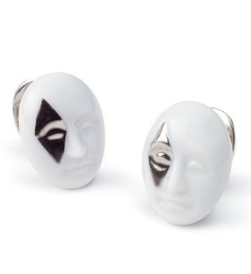 01010103  		  		                	EARRINGS DIAMOND FACE    	                                    	        	  		  		                    	  			  			  		  		  		  		  	        	            	Issue Year:        	2009            	  		Sculptor:  	  	  		Dpto. Ornamentación  	            	Size:  	2x3    	cm