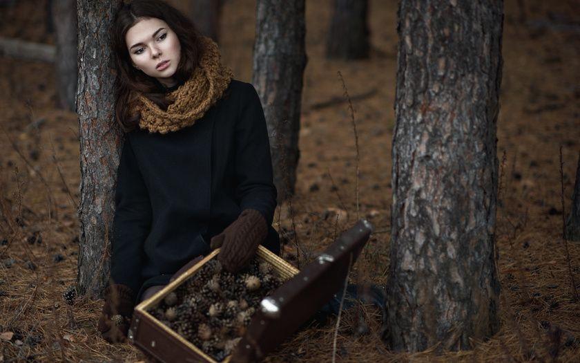 Смотреть девушка заблудилась в лесу