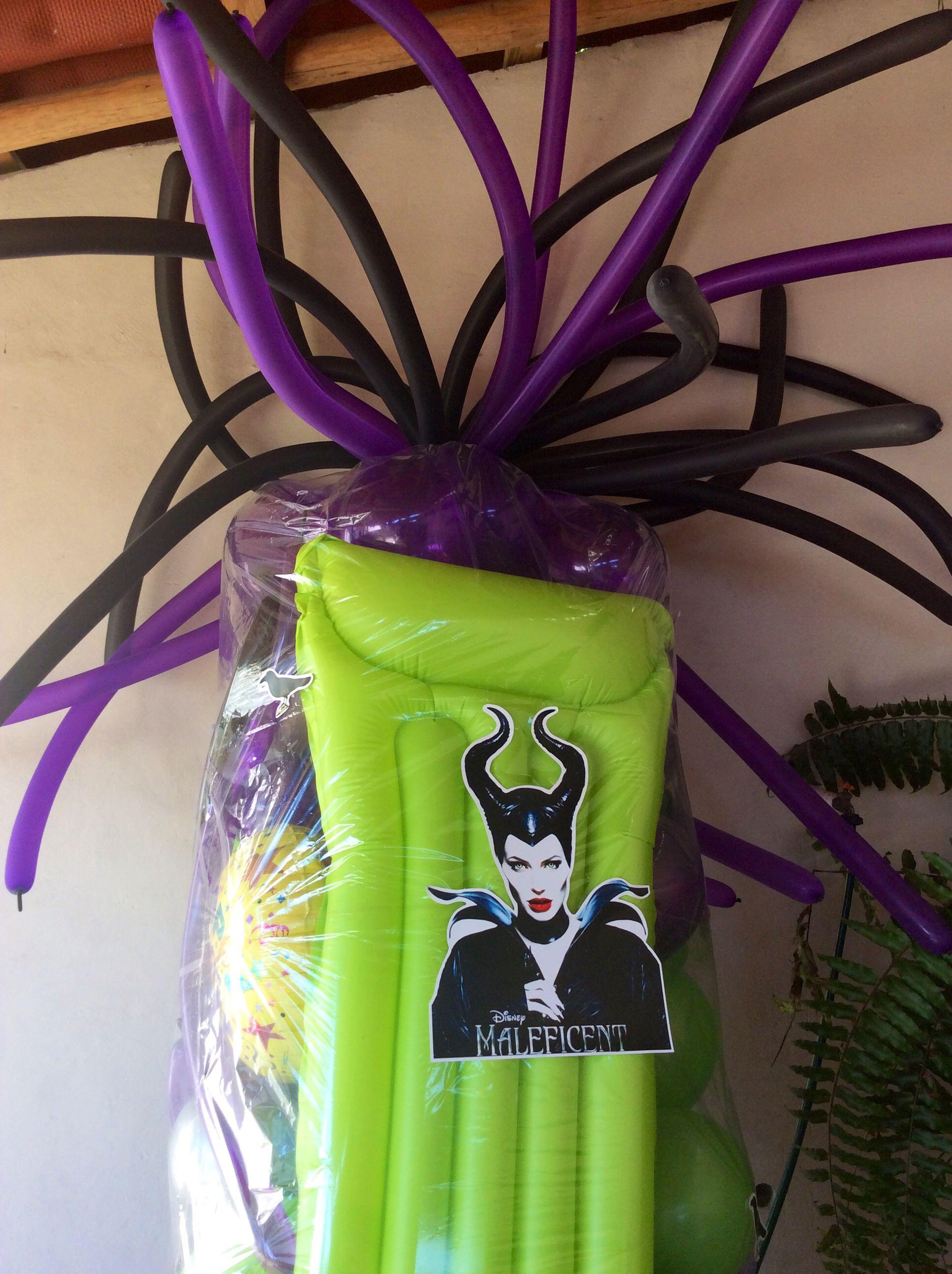 """Piñata de globos gigante personalizada, aquí se muestran algunos detalles """"Malefica"""""""