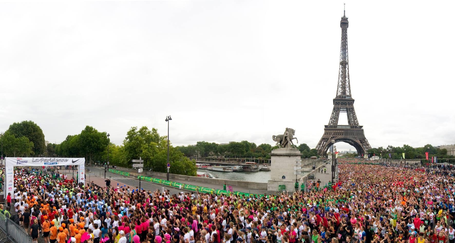 Top départ de la course La Parisienne au Pont d'Iena #vital #magazine #féminin #sport #running #course #laparisienne #paris