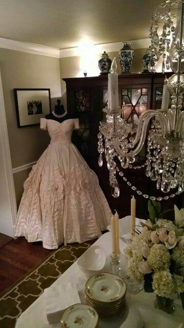 A Replica Of Jacqueline Lee Bouvier S Wedding Dress The Dress She Wore To Become Mrs Kenned Jackie Kennedy Wedding Kennedy Wedding Dress Wedding Dress Replica
