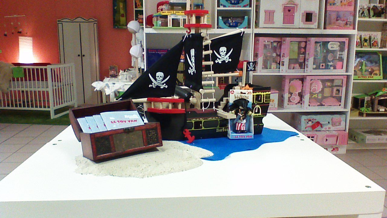Le Toy Van Barbarossa Pirate Ship Tv246 In Store Display Great Idea By Heike Paule Http Www Heikes Babykur Wooden Toy Shop Shop Window Displays Toys Shop