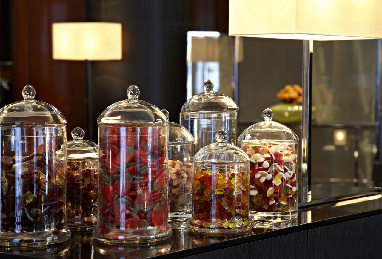 Sweet welcome candies at the Bulgari Hotel London. #bulgarihotel #food&drink