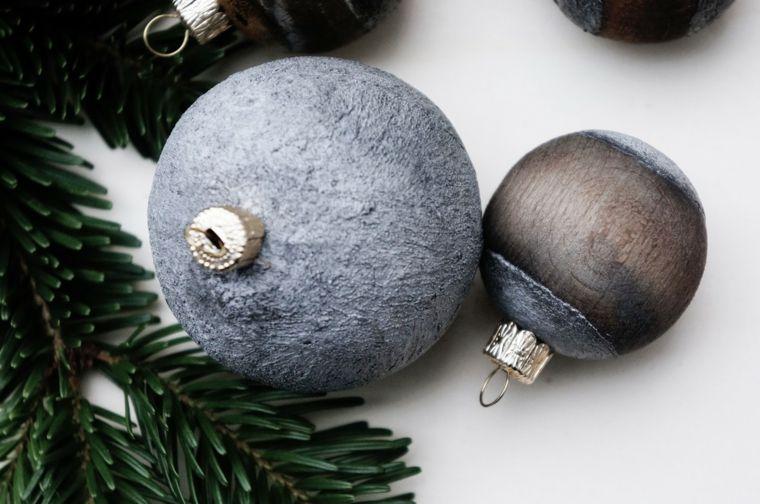 Alberi Di Natale In Legno Da Appendere : Vecchie palline di legno dipinte decorazioni da appendere all