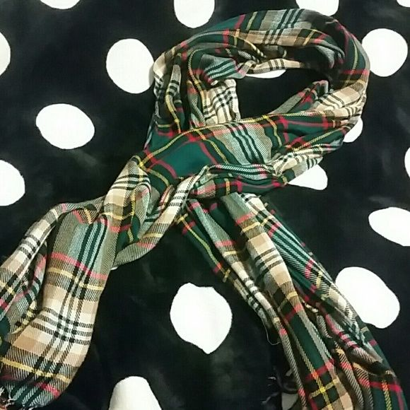 Pretty scarf Great scarf very soft. Great for fall Accessories Scarves & Wraps