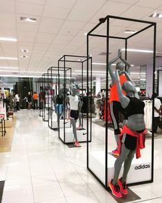 45 Best Ideas Boutique Displays And Visual Merchandising Store Design Interior Shoe Store Design Retail Store Design