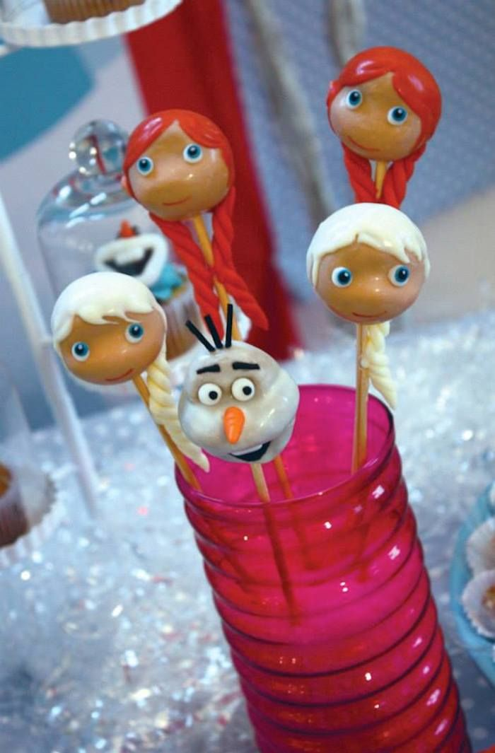 Frozen themed birthday party : The pops