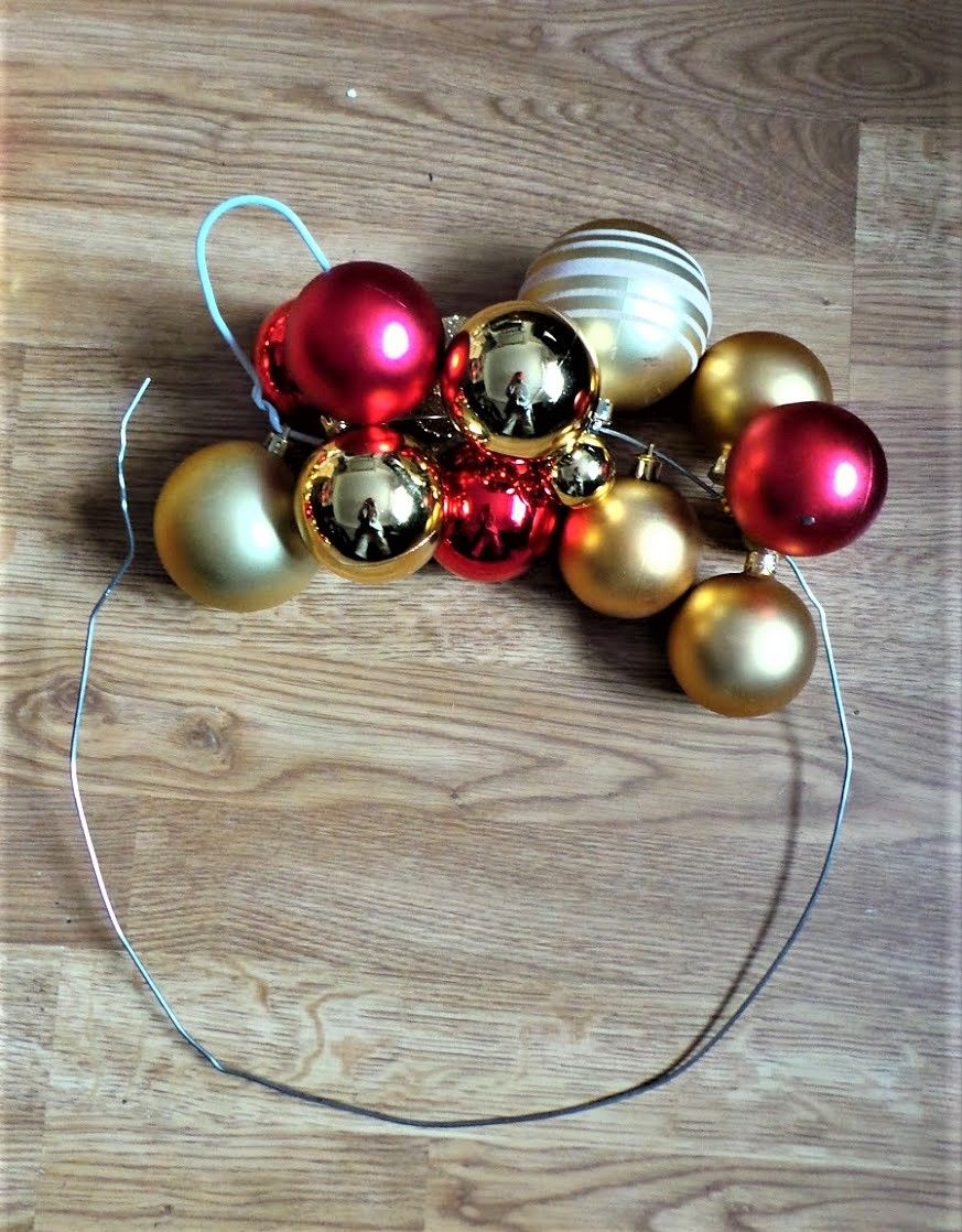 Make a christmas bauble wreath the easy way bauble