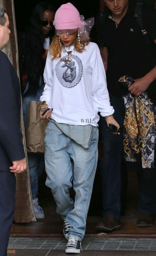 Rihanna & amazing hat <3