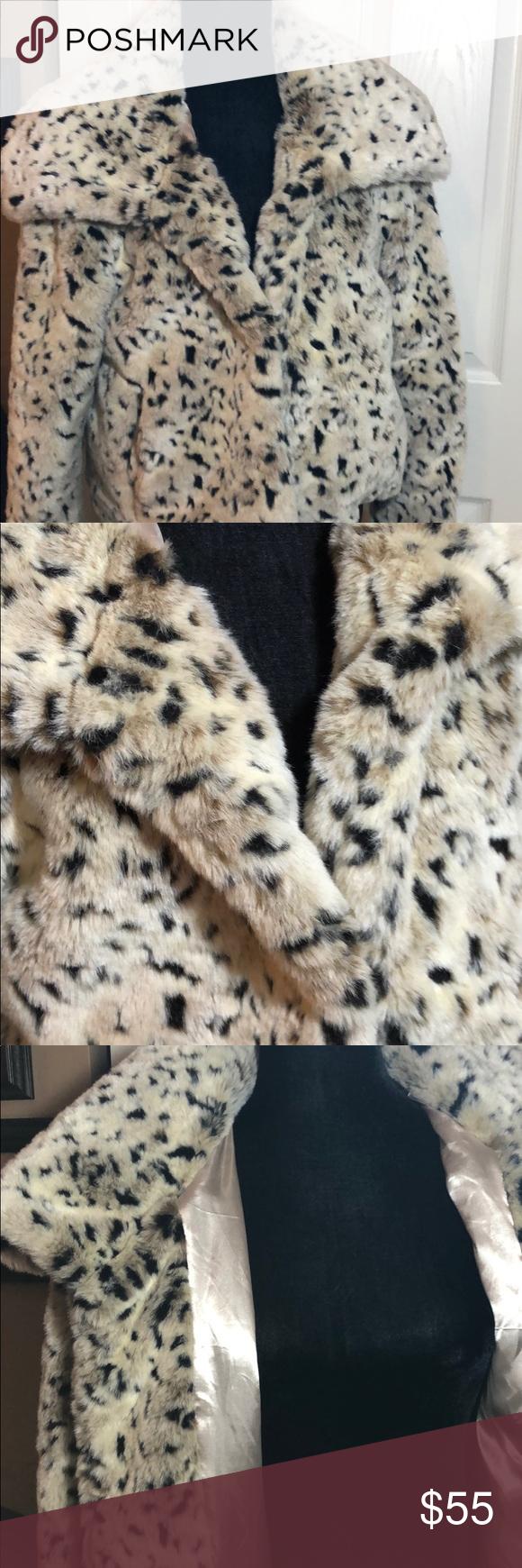 Covington Outerwear Jacket Animal Print Faux Fur Jacket Has Pockets In Front Really Cute Covington Jackets Coats Outerwear Jackets Jackets Faux Fur Jacket [ 1740 x 580 Pixel ]