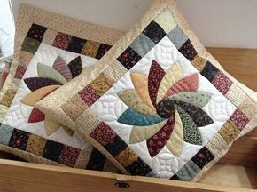 Resultado de imagem para almohadas de patchwork renos - Patrones para colchas de patchwork ...