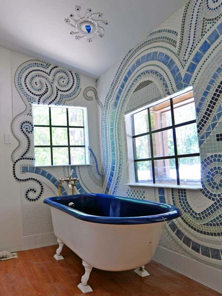 Badezimmer Design in Blau und Weiss mit effektvoller Wandkunst - badezimmer ideen wei