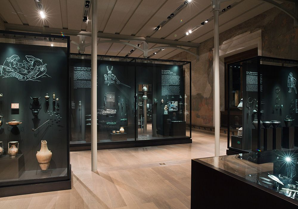 We made the illustrations for 'Stone Age, Bronze Age, Iron Age', the newly designed permanent exhibition of the Museum für Vor- und Frühgeschichte (Museum of Prehistory and Early History) in the Neues Museum Berlin.   In collaboration with typos...