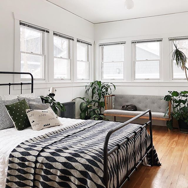 Master Bedroom Staging Ideas: I Spy TWO Cotton & Flax Pillows In @suskandbanoos Dreamy