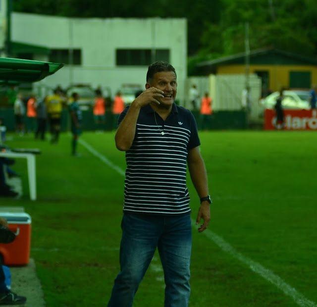 ONZE!FUTEBOL   Técnico Ben Hur Pereira tira o Cruzeiro da lantern ... 3ba79d6a61ef7