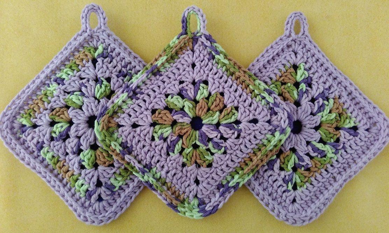 granny square potholder | CrochetHolic - HilariaFina | Pinterest ...