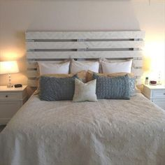 31 nouvelles id es en 2018 de t te de lit en palette lit en palette palettes peintes et. Black Bedroom Furniture Sets. Home Design Ideas