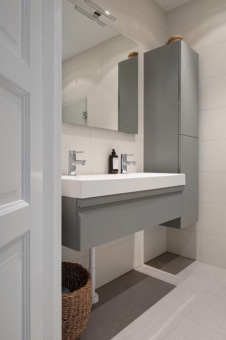 Lignes épurées pour une salle de bains design Un sol un peu + gris