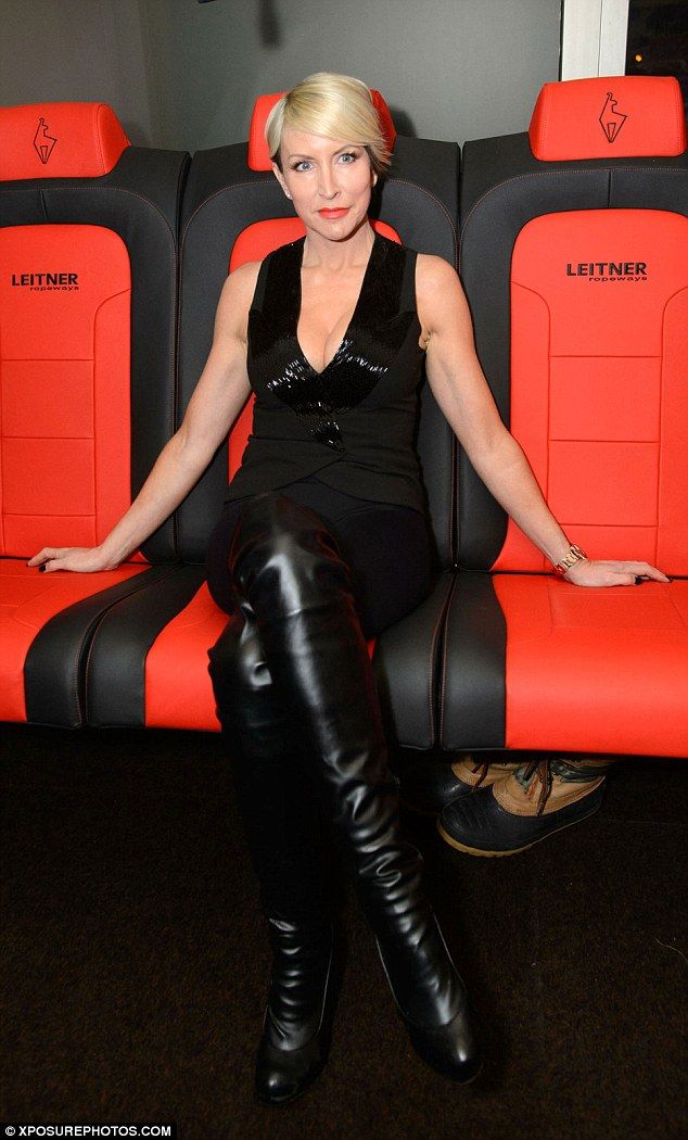 Heather Mills dons thigh-high leather boots at ski party in ...