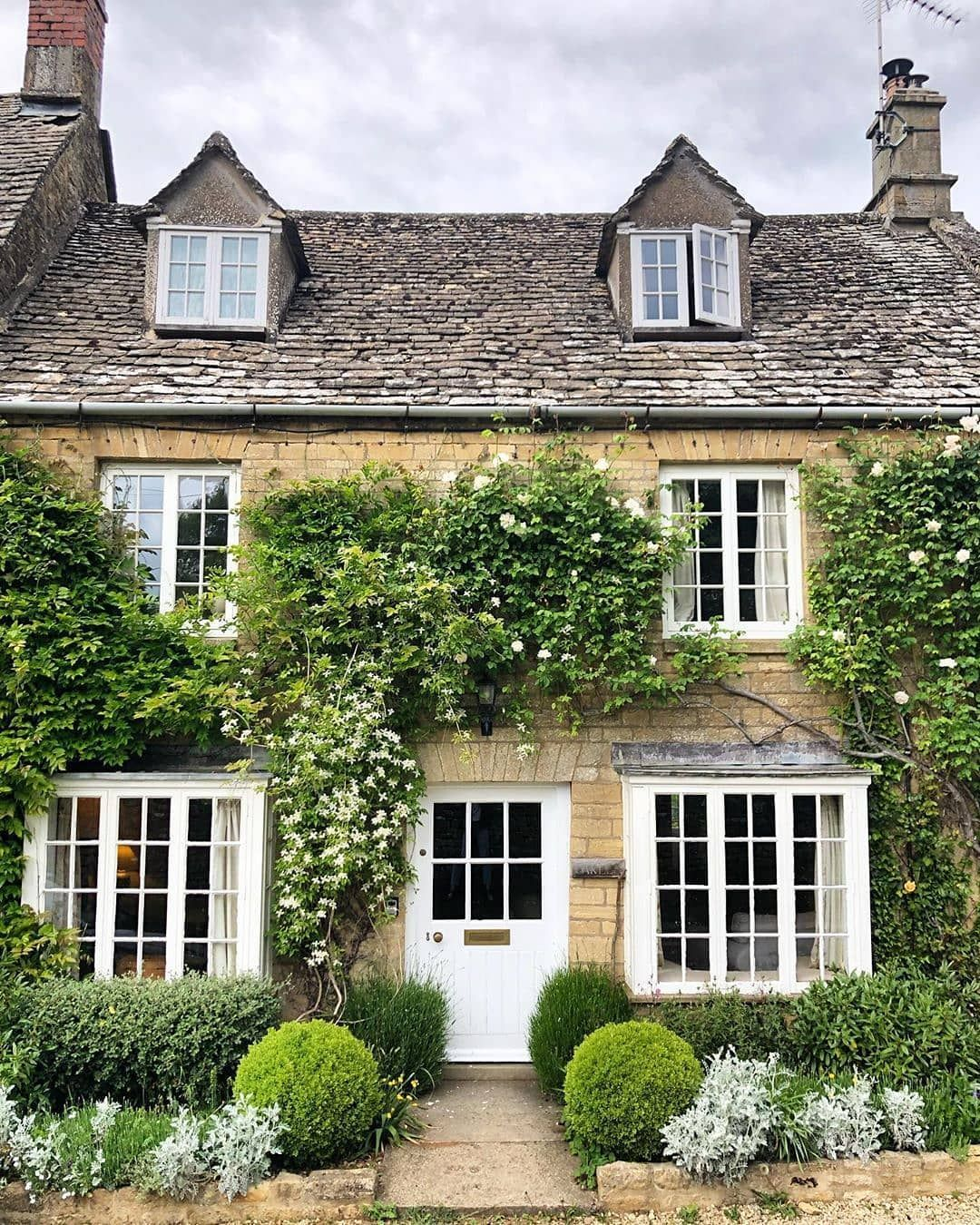 Magali Tallon On Instagram Cotswoldinterior Cotswolds Cotswold Cottage Cottages Thecottagejournal Cott English House Cottage Exterior English Cottage