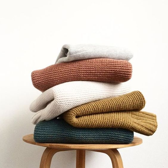 Fall outfit inspiration for women - Autumn color palette sweaters - Chunky knit sweaters - Sweater weather outfits #autumncolorpalette