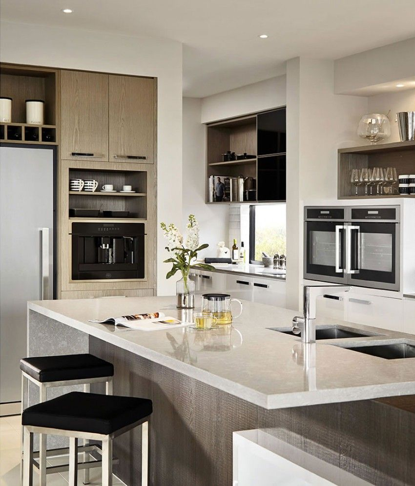 Casa de dos pisos moderna con hermosa fachada estilizada Islas de cocinas integrales modernas
