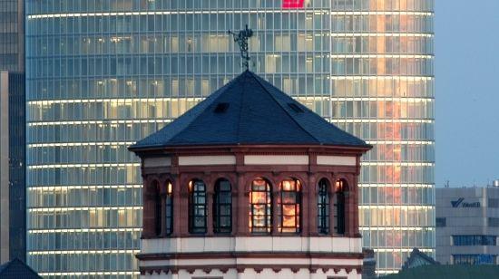 Der Schlossturm. Mehr: http://www.coolibri.de/staedte/duesseldorf/sehenswuerdigkeiten/schlossturm.html