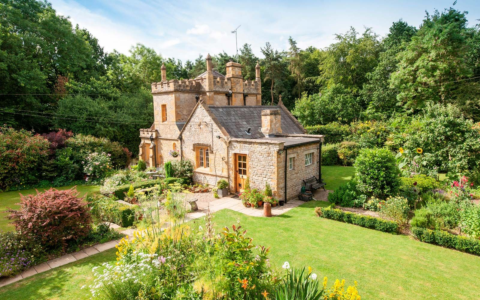 This Adorably Tiny Castle in the U.K. Is for Sale | Castles ...