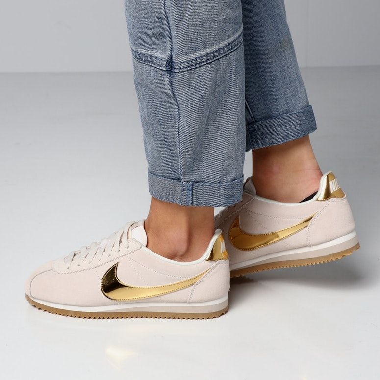 newest collection 2c55e 61dce Nike Women s Classic Cortez Special Edition Cream Gold Gum