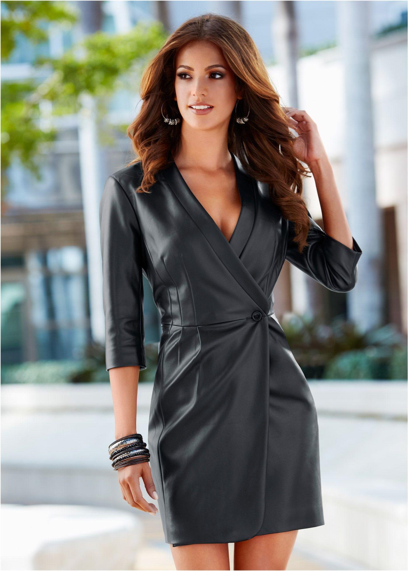 4134574fb Vestido transpassado em PU preto encomendar agora na loja on-line bonprix.de  R$ 219,90 a partir de Vestido-casado manga 3/4 em couro sintético. Seguir  as .