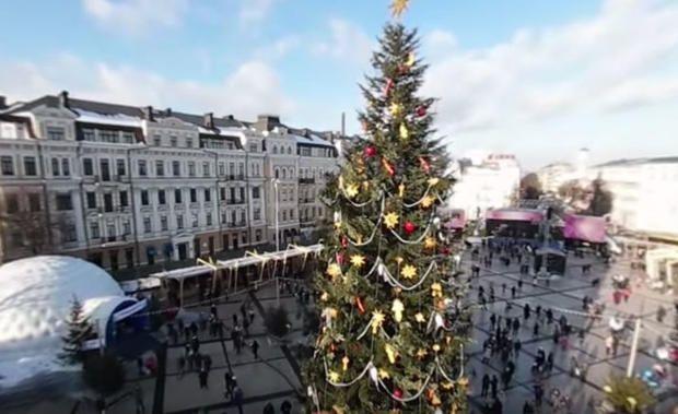 «Кто не успел, тот не опоздал»: Новогодняя елка на Софиевской площади с необычного ракурса http://joinfo.ua/Kiev/1193968_Kto-uspel-opozdal-Novogodnyaya-elka-Sofievskoy.html