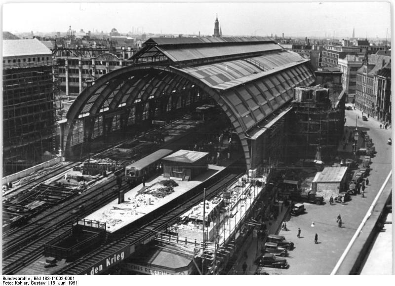 Berlin Im Juni 1951 Neues Dach Fuer Den Bahnhof Alexanderplatz Berlin Geschichte Bilder Berlin