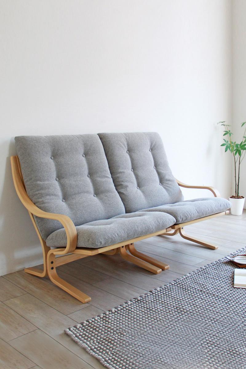 1人掛けソファとして また組み合わせることで家族で座れる大きなソファとしてもお使いいただける 自由度が高く便利なセパレートタイプの Bs 053 ソファです サイズ 木の種類 クッションの張地をお選びいただけます 木蔵 Bokura 家具 暮らし 木の家具