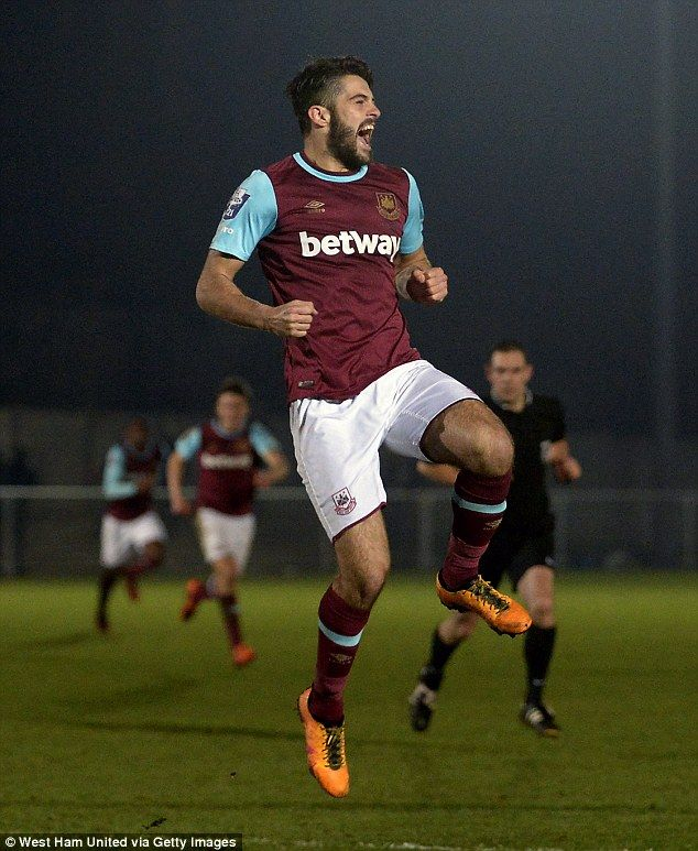 West Ham defender Stephen Hendrie poised for loan switch to Blackburn Rovers
