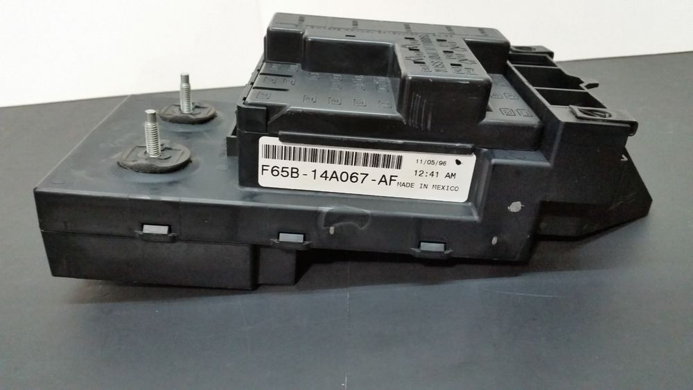 Ford Oem 1997 1998 97 98 F 150 F150 Dash Fuse Relay Box F65b 14a067 Af Ford F150 Ford F150 Interior Ford F150