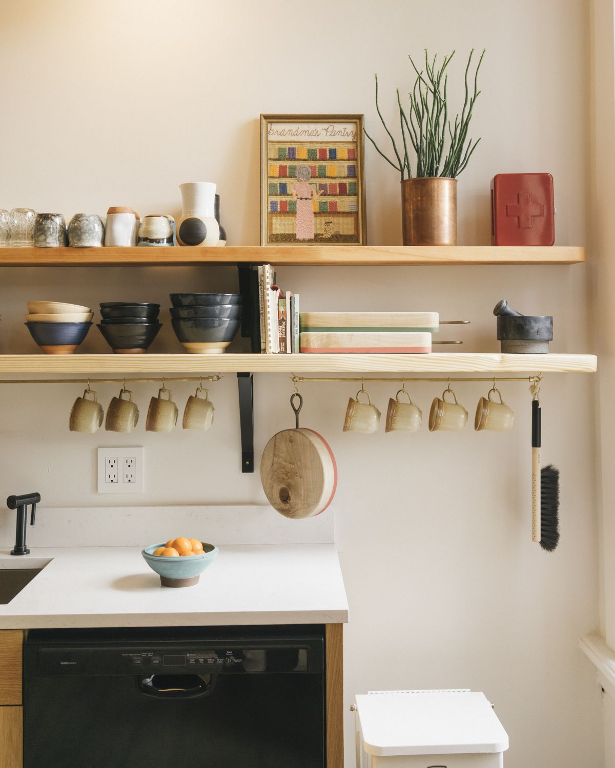 Kitchen of the Week: A Communal Kitchen/Library at the Jennings ...