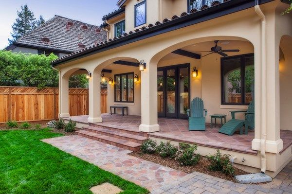 Ordinaire House · Classic Mediterranean Veranda Backyard Design Ideas