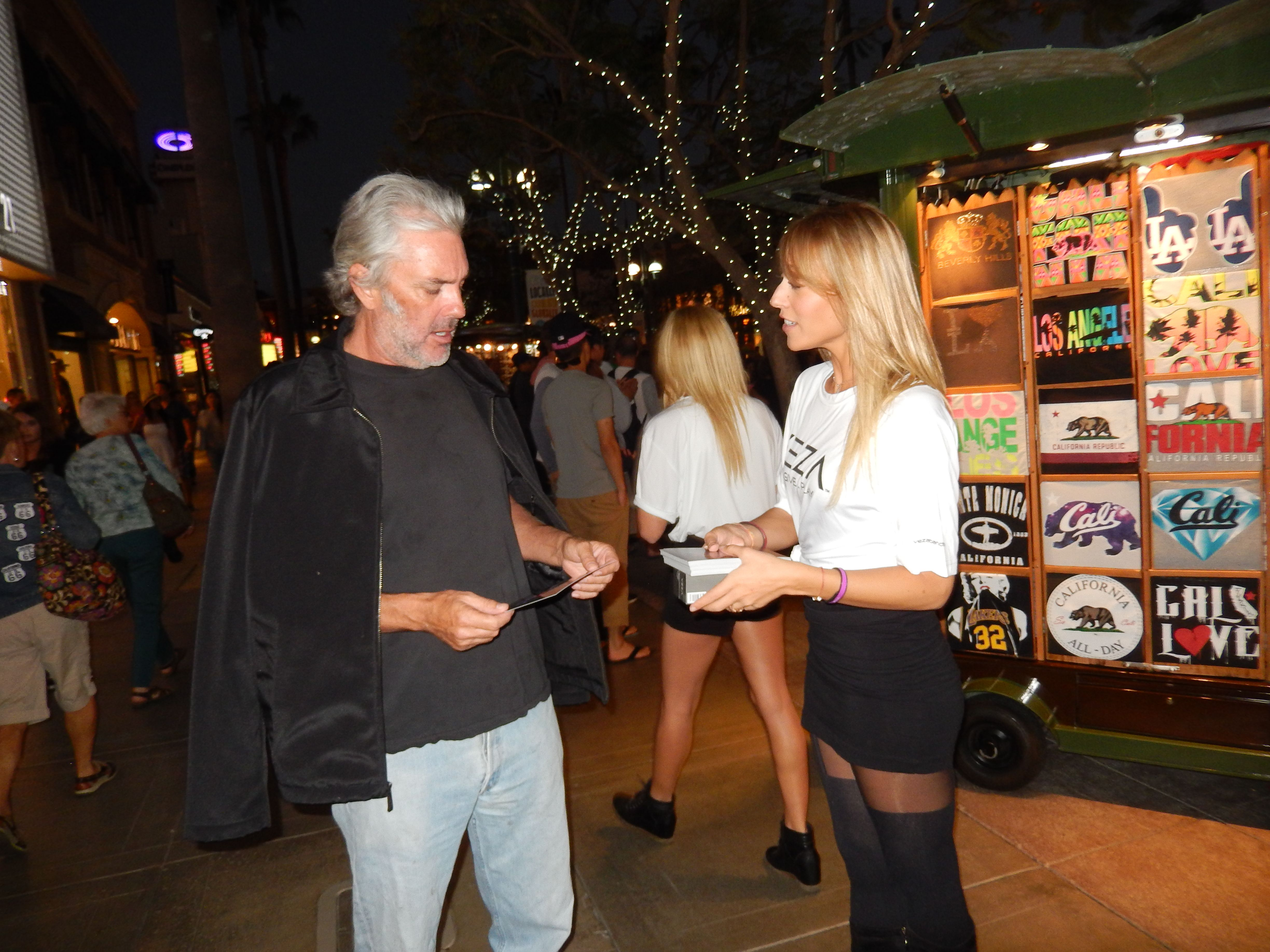 The #VezaGirls at the 3rd Street Promenade in Santa Monica teaching people about Veza Charity Wristbands. www.vezabands.com