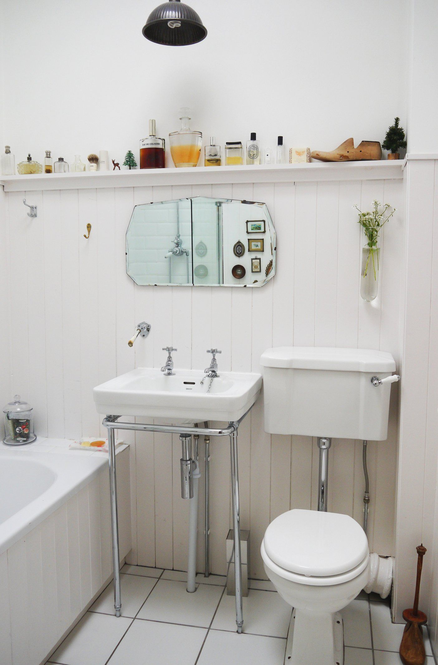 Smart Solutions For Small Bathrooms — Apartment Therapy Video Gorgeous How To Decorate A Small Bathroom With No Window Design Decoration