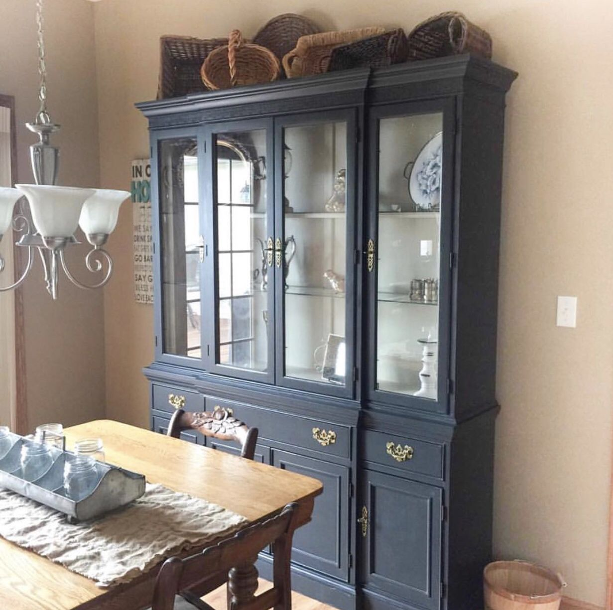 China Cabinet Gets An Update With Annie Sloan Chalk Paint In Graphite Annie Sloan Painted Furniture Vintage China Cabinets Painted China Cabinets