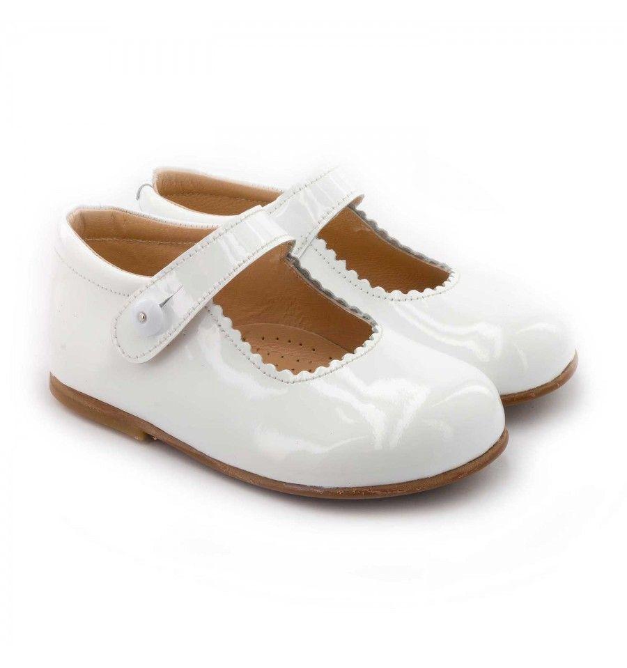 3e714074e47611 Les Boni Princesse sont des petites chaussures vernies incontournables que  les petites filles ont parmi leur garde robe. Ce modèle de style anglais ...
