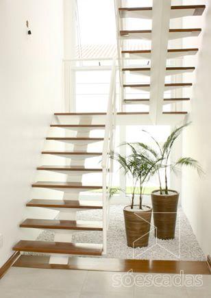Escadas vazadas com viga central google search for Bano debajo escalera diseno